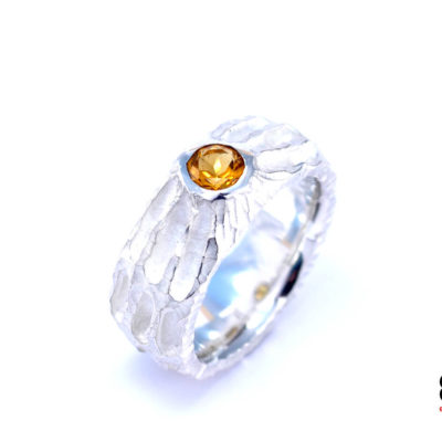 Moon Ring – Chiseled surface with Citrine