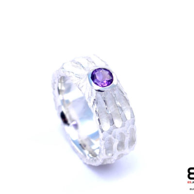 Moon Ring – Chiseled surface with Amethyst